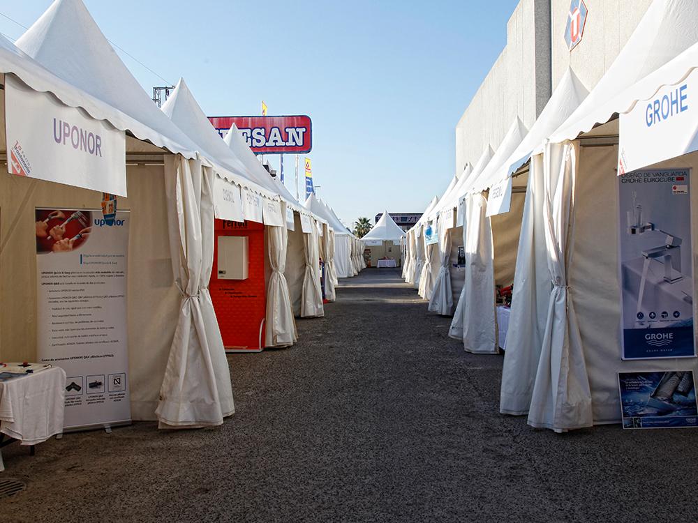 Pasillo central en la I Feria de la Fontanería de Jerez de la Frontera en las instalaciones de Tubesan.
